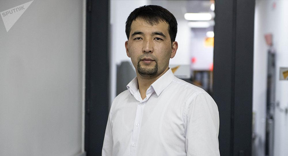 Коммерциялык банктардын биринде карталарды тейлөө жана банктык кызматтар бөлүмүнүн адиси Рыскелди Сабыров