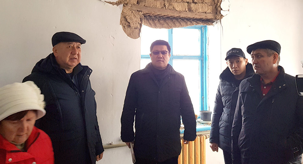 Биринчи вице-премьер Кубатбек Боронов Ысык-Көл облусуна барып, кырсыктан жабыркаган райондорду кыдырды