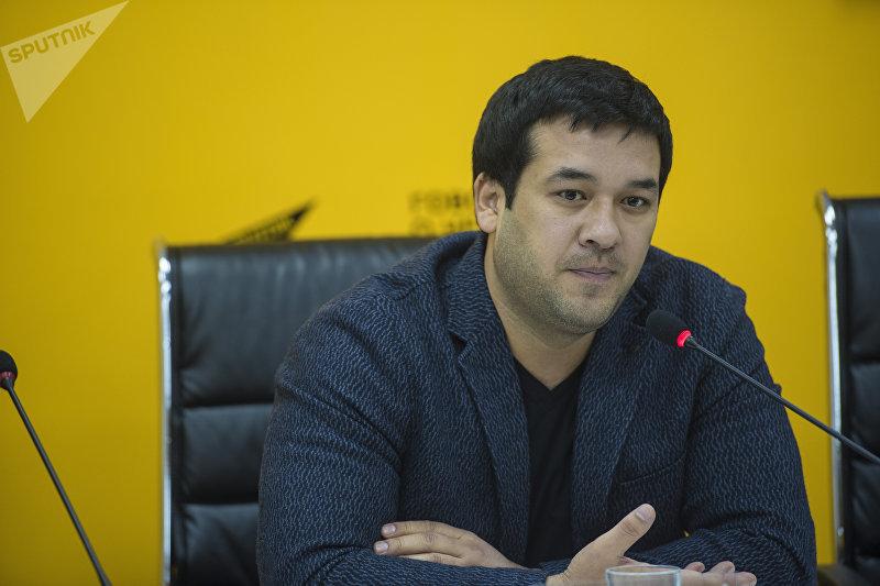 Узбекский актер, исполнитель одной из главных ролей в фильме Делбирим Улугбек Кадыров на пресс-конференции в мультимедийном пресс-центре Sputnik Кыргызстан