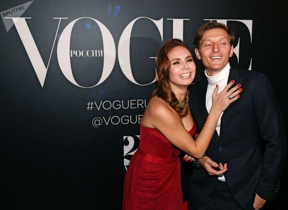 Шестикратная обладательница кубка мира по художественной гимнастике Лейсан Утяшева и ее супруг, телеведущий Павел Воля