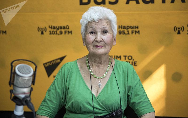 70-летняя бишкекчанка, оказывающая помощь другим пенсионерам Зинаида Анатольевна
