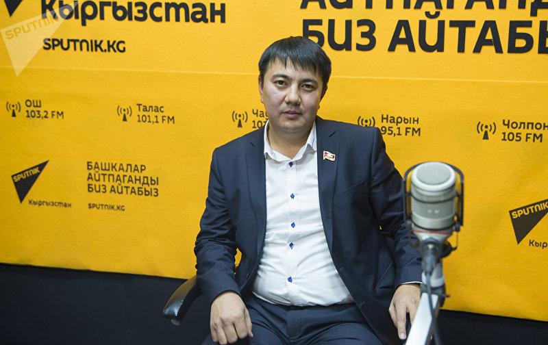Депутат Жогорку Кенеша Марлен Маматалиев во время интервью на радиостудии Sputnik Кыргызстан