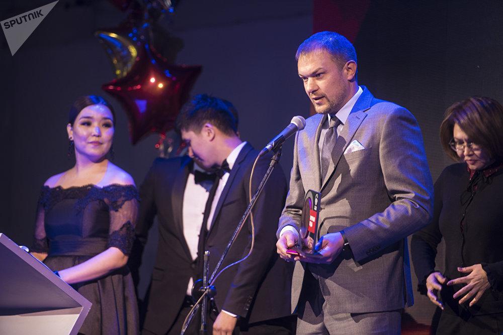 Бишкекте FFKR Football Awards сыйлыгы тапшырылды. Эң мыкты машыктыруучу деп Дордой футбол клубунун машыктыруучусу Александр Крестинин табылды.