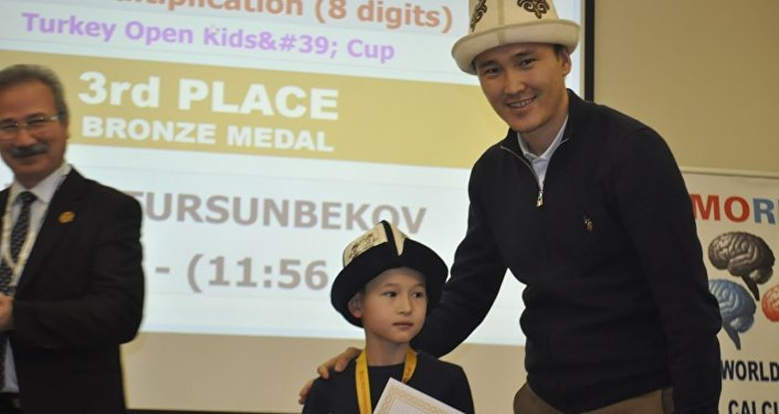 Үстүбүздөгү жылдын декабрь айында Түркиянын Стамбул шаарында өткөн Memoriad акыл жарыш олимпиадасында 9 жаштагы кыргызстандык Алибек Турсунбеков үчүнчү орунга татыды