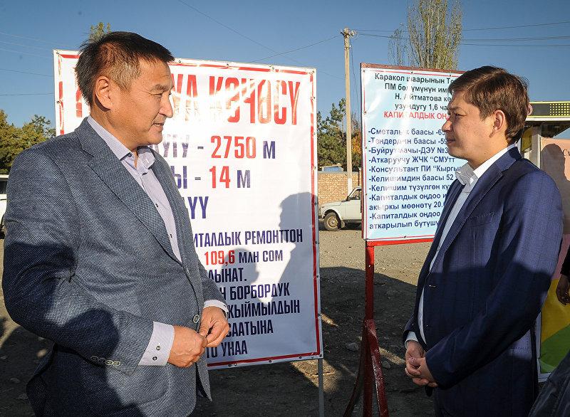 Премьер-министр Сапар Исаков ознакомился с ходом строительства внутренних дорог в селе Боконбаево Тонского района
