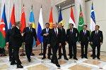 Церемония фотографирования глав государств-участников Содружества Независимых Государств после заседания Высшего Евразийского экономического совета в расширенном составе.
