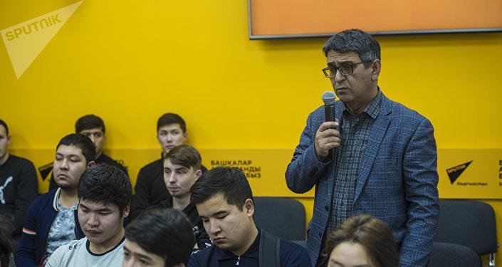 Он рассказал о поступлении газа в дома кыргызстанцев и транзите топлива в Казахстан.