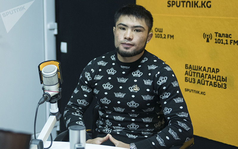 Боец смешанных единоборств Бусурманкул Абдубаитов во время интервью Sputnik Кыргызстан
