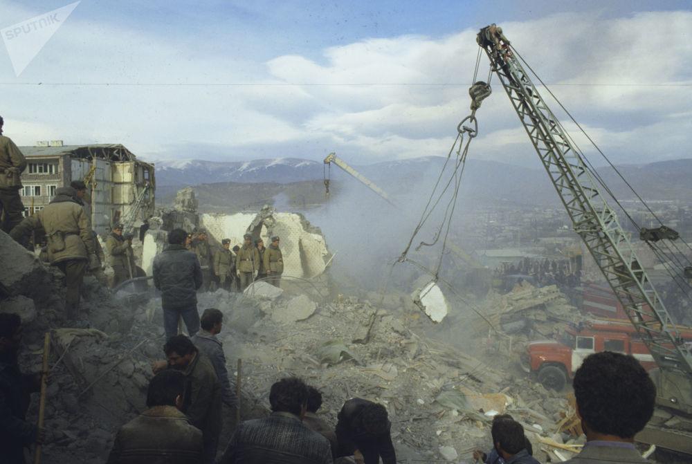 По неофициальным данным, погибли 150 тысяч человек
