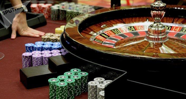 Рулетка и игровые фишки в казино. Архивное фото