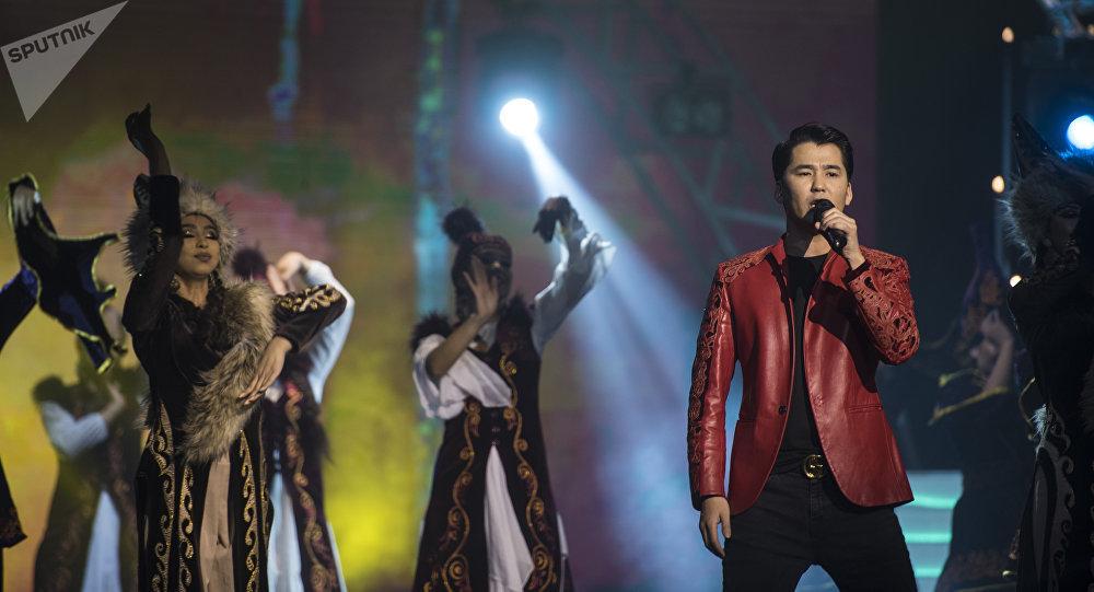 Популярный певец Мирбек Атабеков. Архивное фото