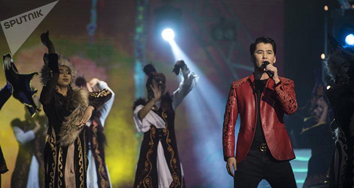 Кыргызстанский певец Мирбек Атабеков. Архивное фото