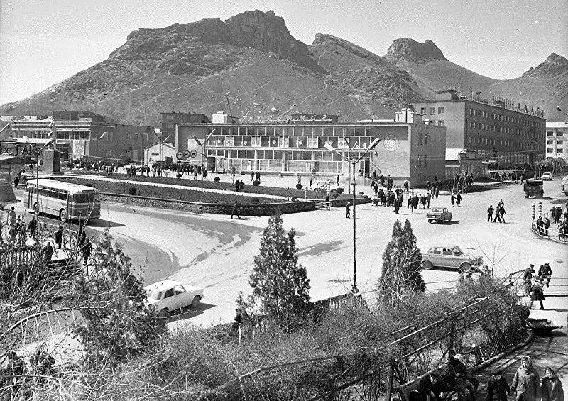 Площадь Свердлова 1976 год