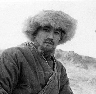 Театр жана кино актеру Арсен Өмүралиев. Архив
