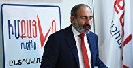 Исполняющий обязанности премьер-министра Армении Никол Пашинян в штабе блока Мой шаг во время внеочередных выборов в Национальное собрание (парламент) республики Армения.