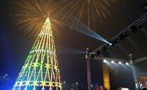Новогодняя елка на площади Ала-Тоо в Бишкеке
