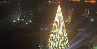 Это просто сказка! В Бишкеке зажгли елку — аэросъемка