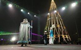 Установка главной новогодней елки в Бишкеке