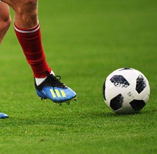 Футболист разминается перед матчем. Архивное фото