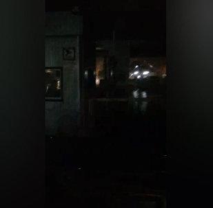 Күбө: Чалдыбар чек ара постунда эки саатка свет өчүп, күткөн эл тоңуп калды
