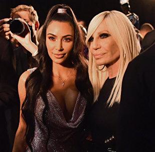 Шоу Versace Pre-Fall 2019 в Нью-Йорке