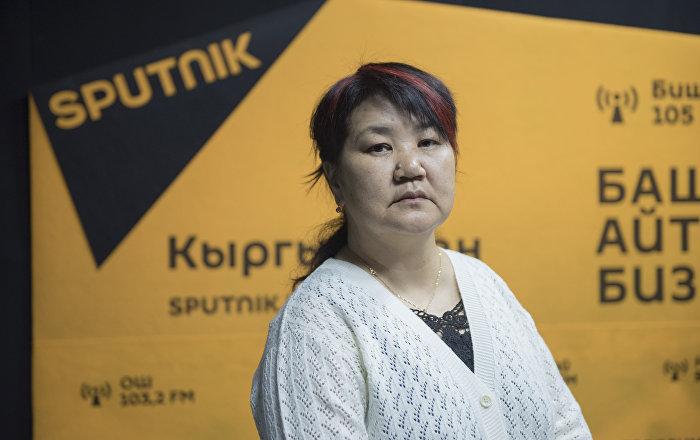 Ага окутуучу, педагогика илимдеринин кандидаты жана психолог Кадиян Бообекова. Архив