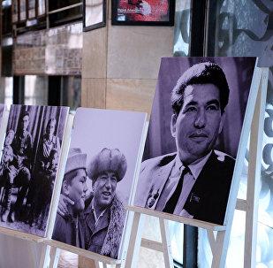 Произведения великого писателя Чингиза Айтматова на выставке в Оше. Архивное фото