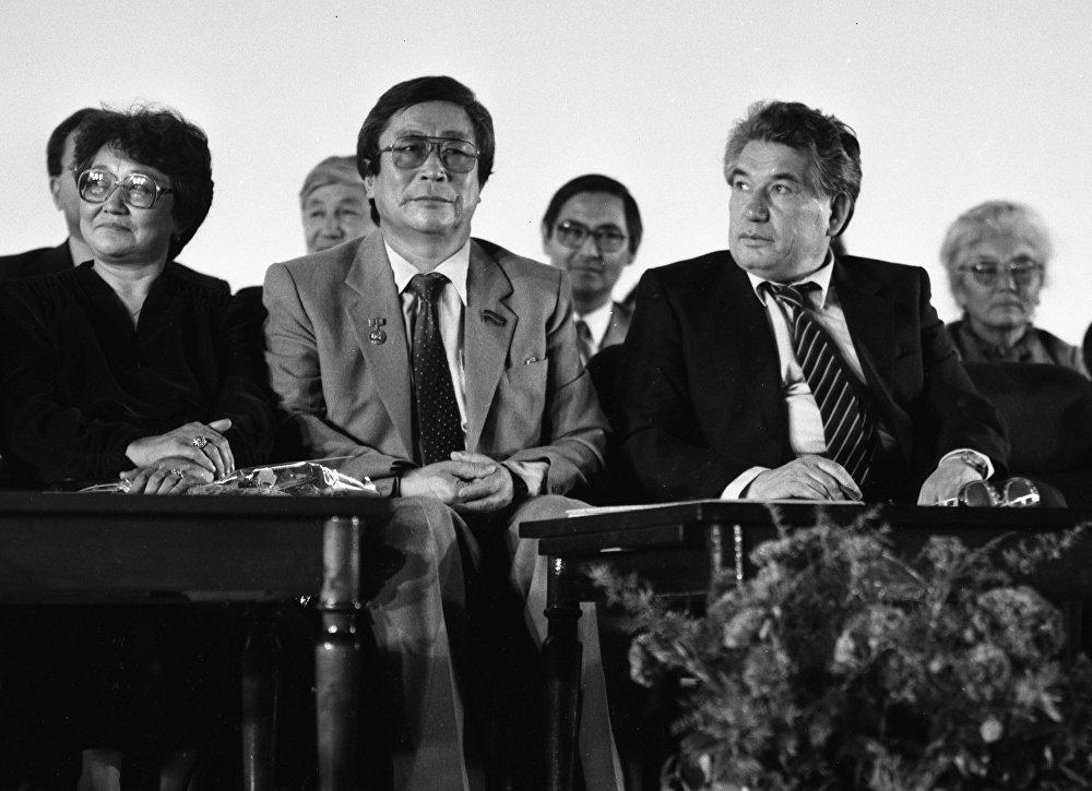 Кыргыз кино өнөрүнүн дагы бир алпы Төлөмүш Океевдин 60 жылдык юбилейинде
