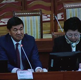 Премьер Абылгазиев экс-каржы министри Касымалив эмнеге кеткенин айтты. Видео