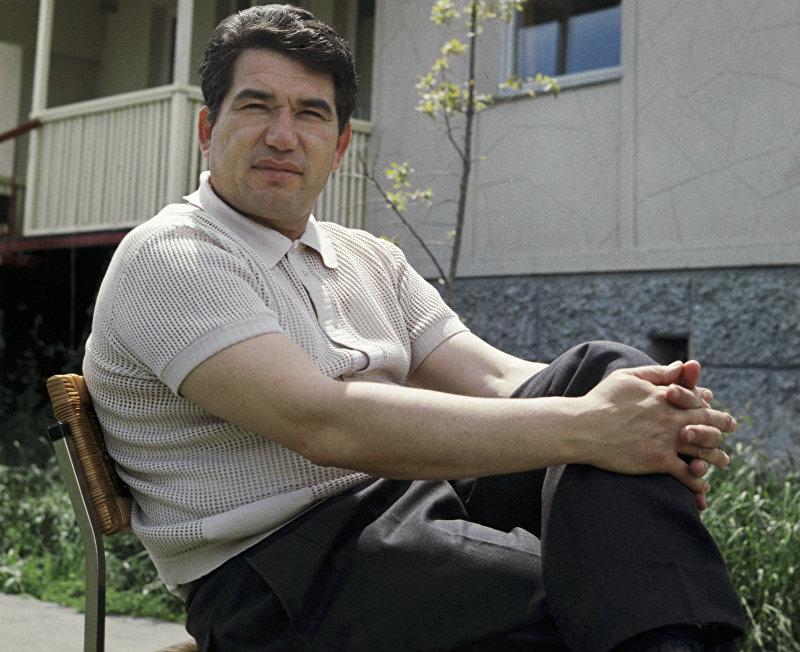 Писатель Чингиз Айтматов.