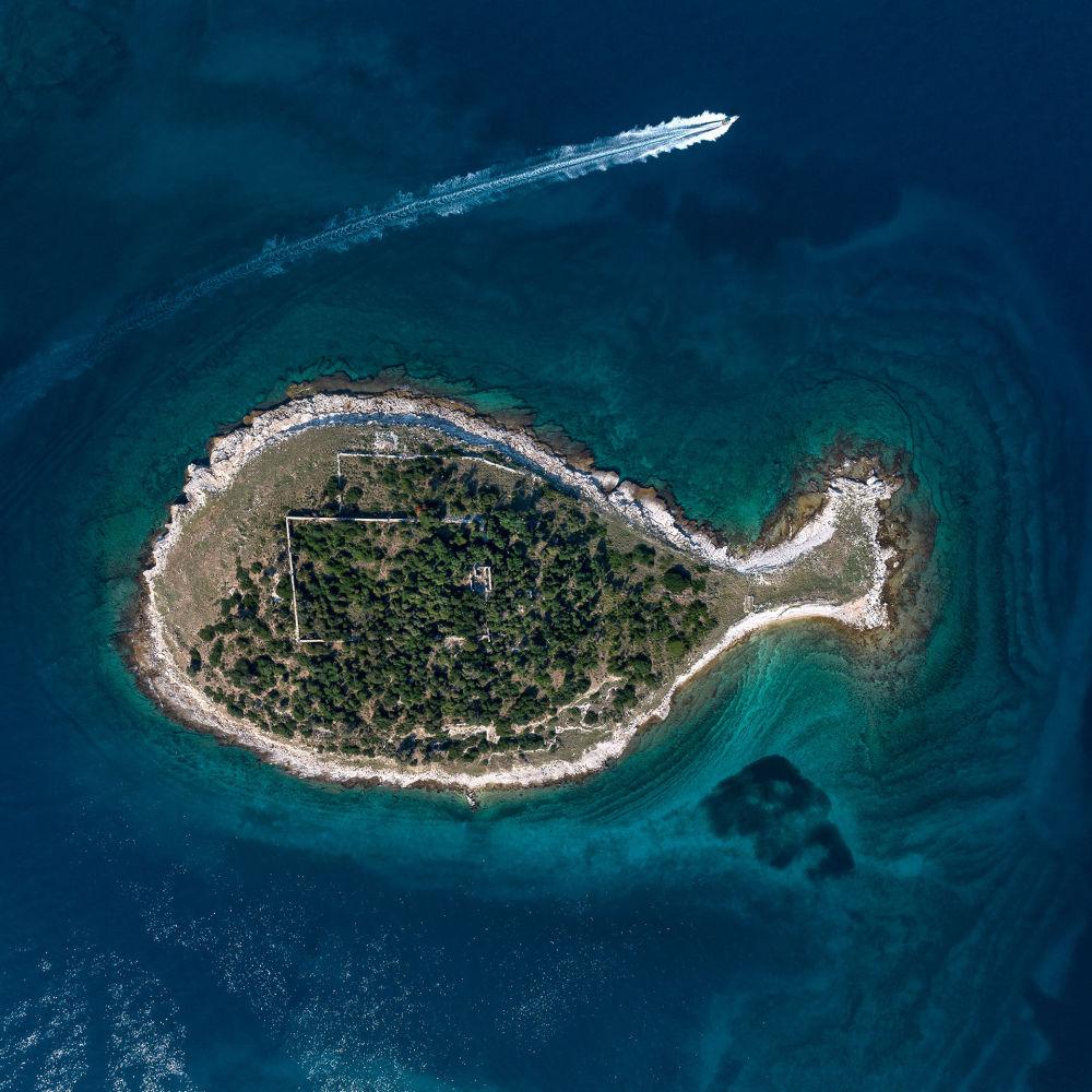 Остров Бриони в форме рыбы (Хорватия)