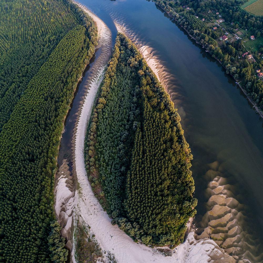 Река Дунай при пониженном уровне воды