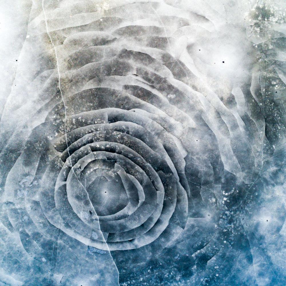 Ледяная трещина в форме розы в Швеции