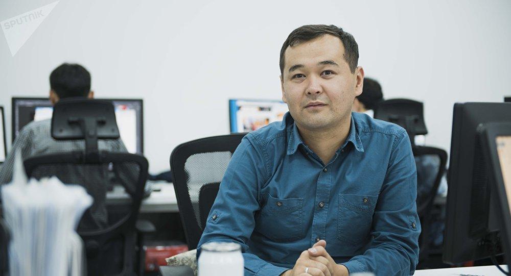 Sputnik Кыргызстан маалымат агенттиги менен радиосунун кабарчысы Расул Үсөналиев