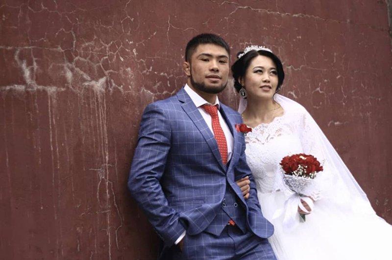 Боец ММА Бусурманкул Абдубаит уулу на свадьбе с Нестан Ырысбаевой