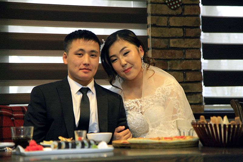 Чемпион Азии по алышу (классический стиль) Алтынай Мамарасул кызы на свадьбе с женихом