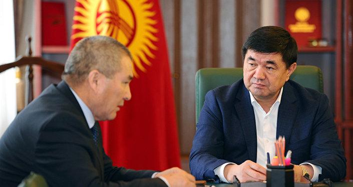 Премьер-министр Мухаммедкалый Абылгазиев принял министра транспорта и дорог Жамшитбека Калилова. Архивное фото