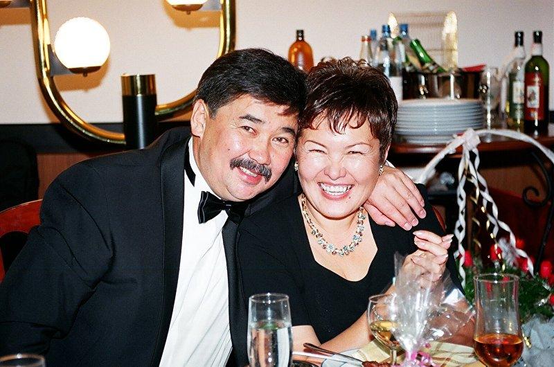 Экс-глава президентской администрации Медет Садыркулов с женой Айнагуль Токтогуловной