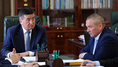 Архивное фото президента Сооронбая Жээнбекова и министра транспорта и дорог Жамшитбека Калилова