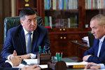 Президент Сооронбай Жээнбеков жана транспорт жана жолдор министри Жамшитбек Калиловдун архивдик сүрөтү