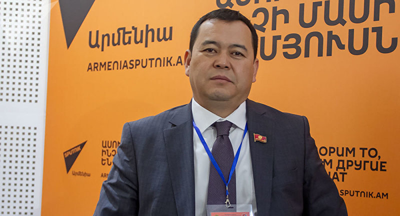 Депутат ЖК 6 созыва от фракции Онугуу-Прогресс Мирлан Бакиров в эфире радио Sputnik Армения