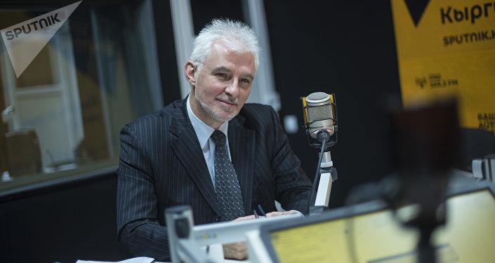 Посол Франции в Кыргызстане Микаэль Ру во время интервью на радиостудии Sputnik Кыргызстан