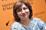 Психолог Анжела Ладария во время беседы на радио. Архивное фото