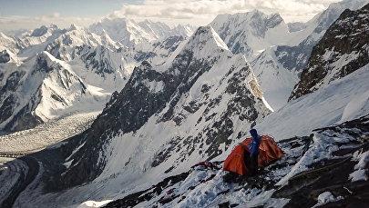 Альпинист на подъеме к вершине К2 в Пакистане. Архивное фото