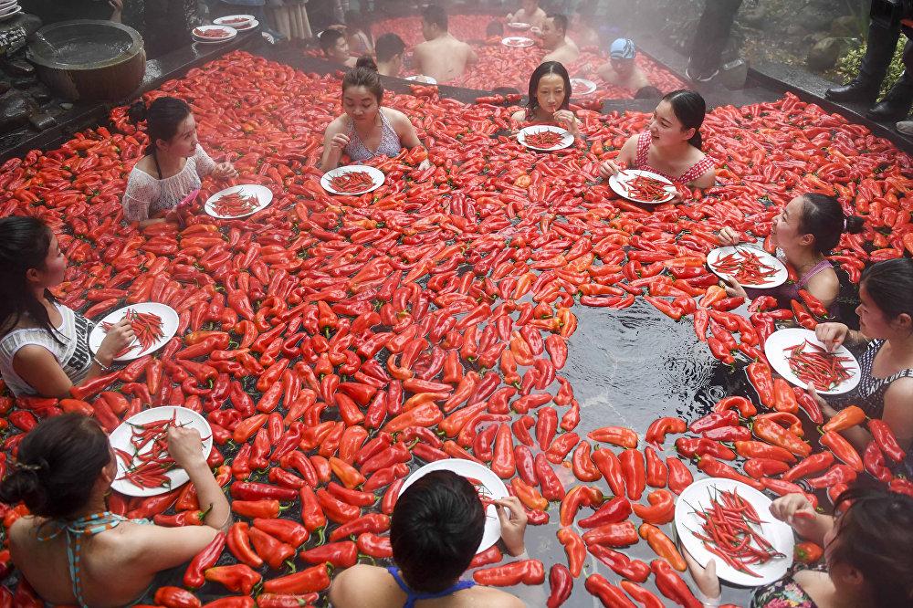 Кытайда ачуу калемпир жеп жарышкан таймаш өттү