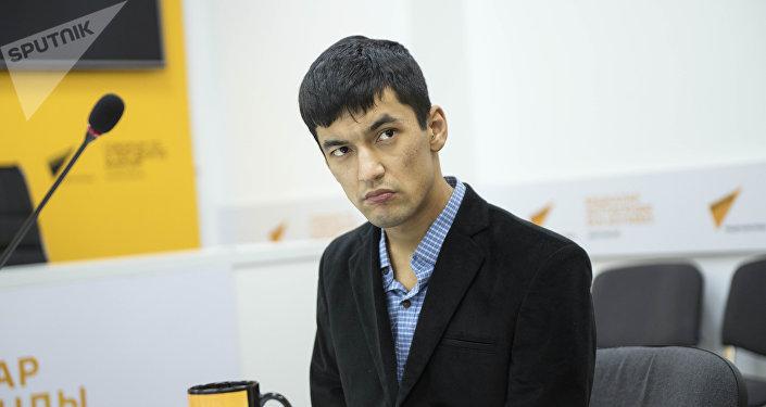 Выпускник Бишкекского гуманитарного университета, компьютерный мастер Сардор Ибрагимов