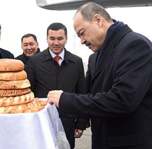 Премьер-министр Республики Узбекистан Абдулла Арипов прибыл в Кыргызскую Республику для участия в работе второго заседания Совета глав приграничных областей Кыргызской Республики и Республики Узбекистан.