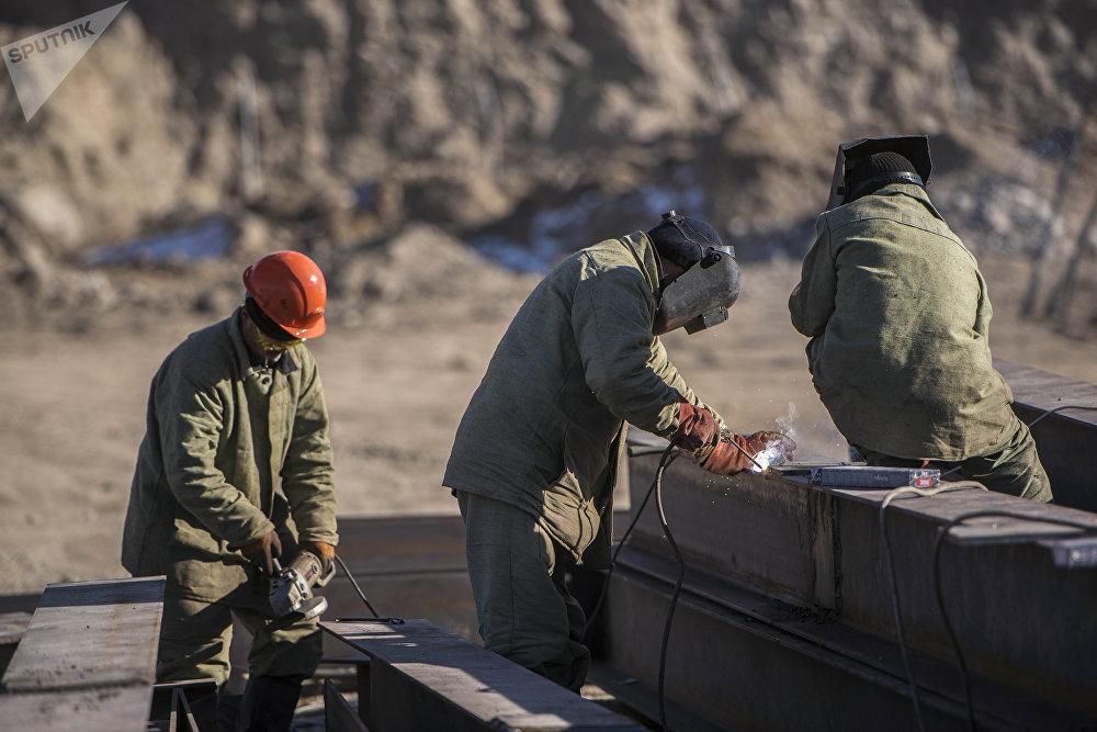 Учурда кыргызстандык куруучулар түрдүү мүнөздөгү имараттарды куруу менен алек