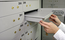 Банковские сейфы (ячейки). Архивное фото