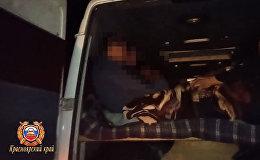 Больно смотреть. 26 пассажиров в тесном бусе везли в Кыргызстан из России